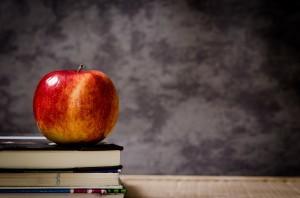 Bücher, Apfel