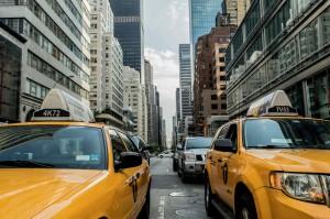 2 gelbe Taxis