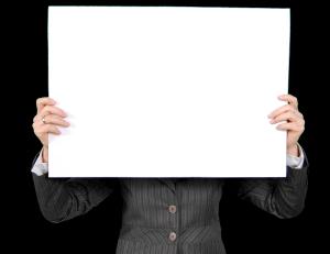 weiße Tafel vor Gesicht