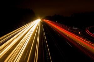 Autolichter bei Nacht