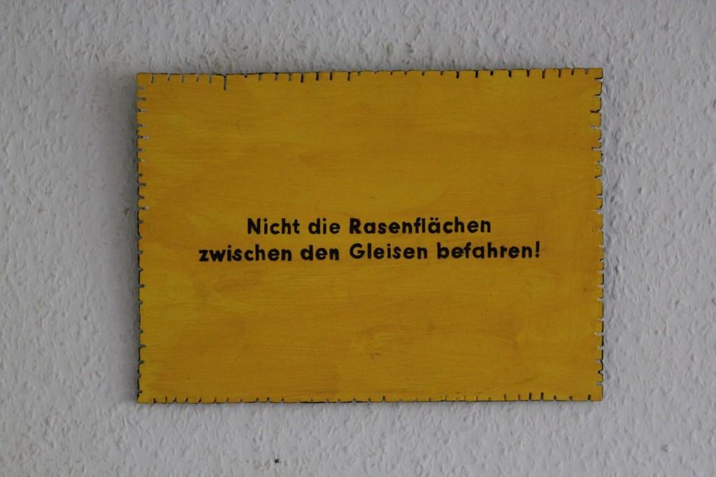 """WVZ 8-4-17, Acryl auf Sperrholz, """"Objekt: """"Nicht die Rasenflächen..."""", 2017, 32 x 23"""