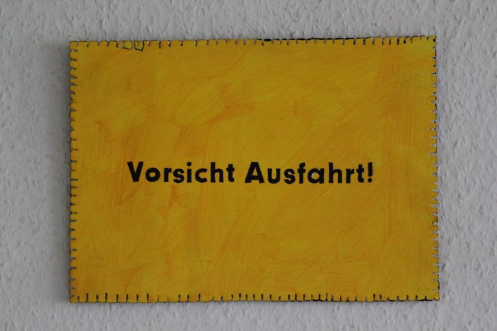 "WVZ 2-11-17, Acryl auf Sperrholz, ""Objekt: ""Vorsicht Ausfahrt!"", 2017, 32 x 23."