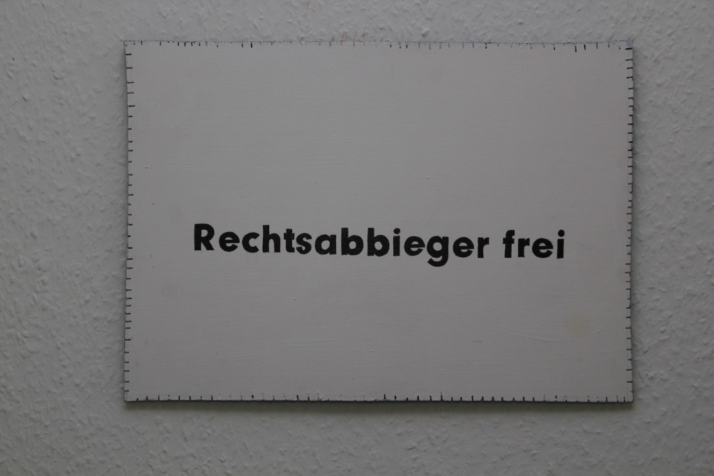 """WVZ 4-5-18, Acryl, Faserstift auf Sperrholz, """"Objekt: """"Rechtsabbieger frei!"""", 2018, 38 x 27,5"""