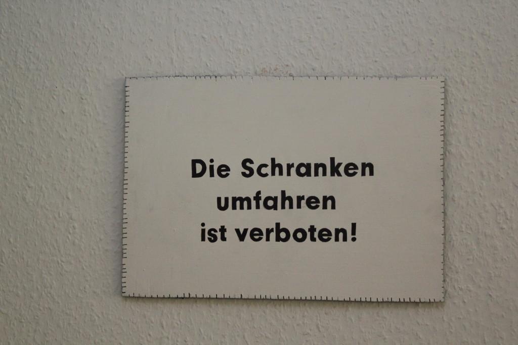 """WVZ 4-10-18, Acryl, Faserstift auf Sperrholz, """"Objekt: """"Die Schranken umfahren..."""", 2018, 38 x 26,5"""