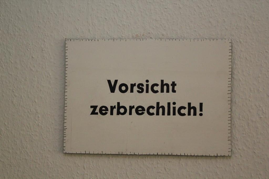 """WVZ 3-10-18, Acryl, Faserstift auf Sperrholz, """"Objekt: Vorsicht zerbrechlich!"""", 2018, 38 x 26,5"""