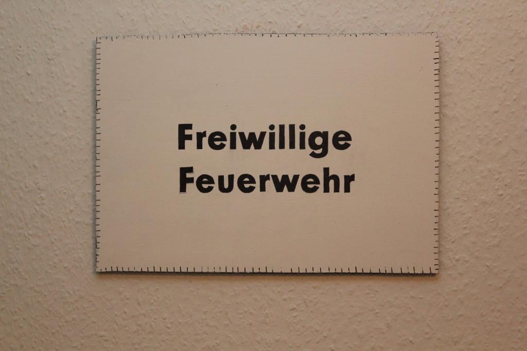 """WVZ 6-11-18, Acryl, Faserstift auf Sperrholz, """"Objekt: """"Freiwillige Feuerwehr"""", 2018, 38 x 26,5"""