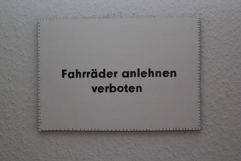 """WVZ 9-12-18, Acryl, Faserstift auf Sperrholz, """"Objekt: """"Fahrräder anlehnen..."""", 2018, 38 x 26,5"""